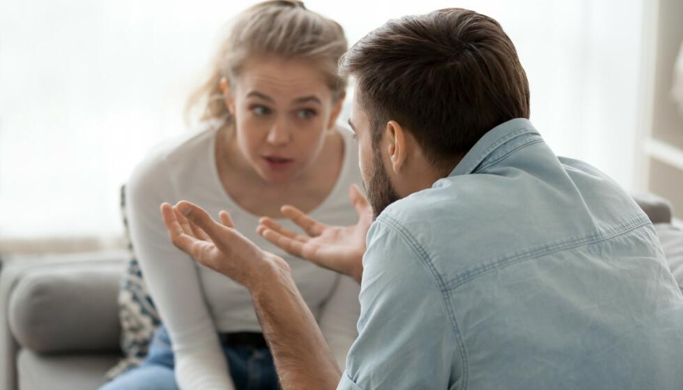 LØGN: Ny forskning viser at man kan avsløre løgnere ved hjelp av en enkel oppfordring. Ekspertene tror det kan fungere på privaten også, så lenge du har to faktorer på plass.