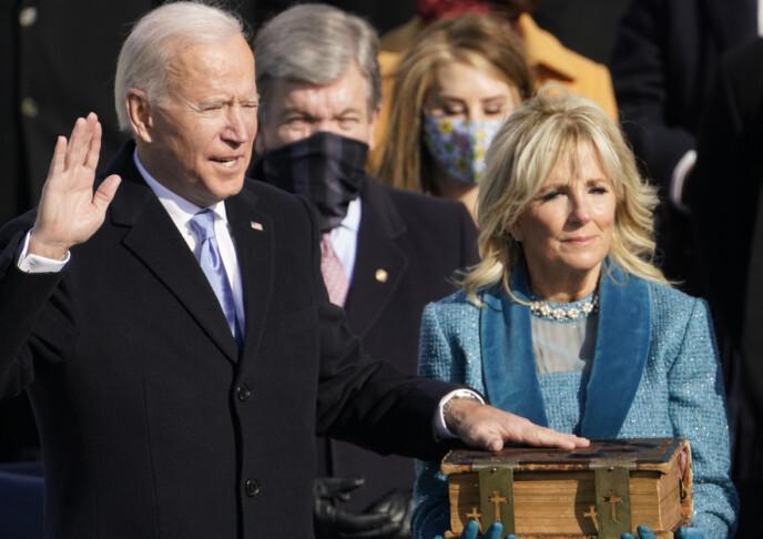 TATT I ED: Joe Biden er USAs 46. president. Han ble tatt i ed 20. januar 2021, og holdt hånden over en kjær familiebibel under innsettelsen. Her med kona Jill Biden. FOTO: NTB