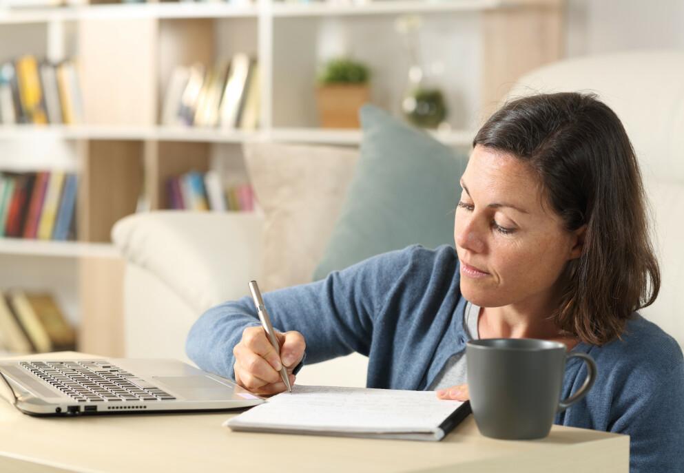 HJELPEMIDDEL: Et budsjett skal gi deg muligheten til å jobbe målrettet mot et mål eller en drøm du har - ikke ta fra deg noen eller gi deg mindre penger. FOTO: NTB
