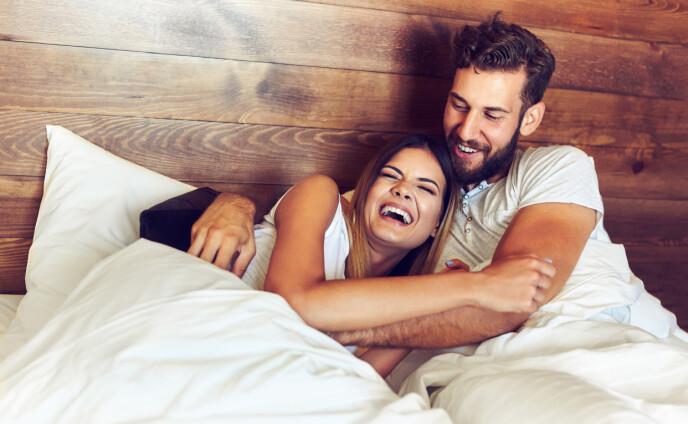 IKKE SAMMENLIGN DEG MED ANDRE: Over tid begynner du gjerne å lure på om det er bra nok og sammenligner deg med andre. Kanskje virker det som om alle andre har mye mer spennende og bedre sex enn deg, men dette stemmer ofte ikke. FOTO: NTB