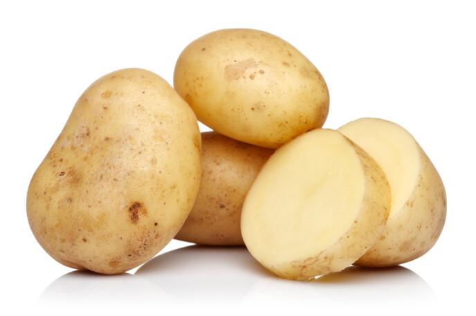 HUDPLEIE-TRIKS: Flere har tatt til sosiale medier for å vise hva poteten har gjort med kvisene deres. Foto: NTB