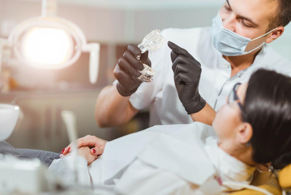 KARIES: Er du redd for hull i tennene? Da bør du helst unngå overforbruk av disse produktene. FOTO: NTB