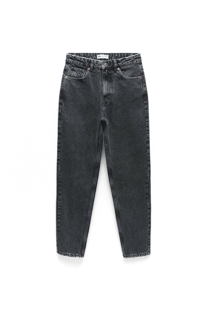 Grå jeans (kr 380, Zara).