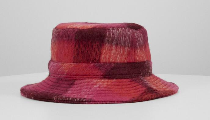 Rutete hatt (kr 400, Becksöndergaard).