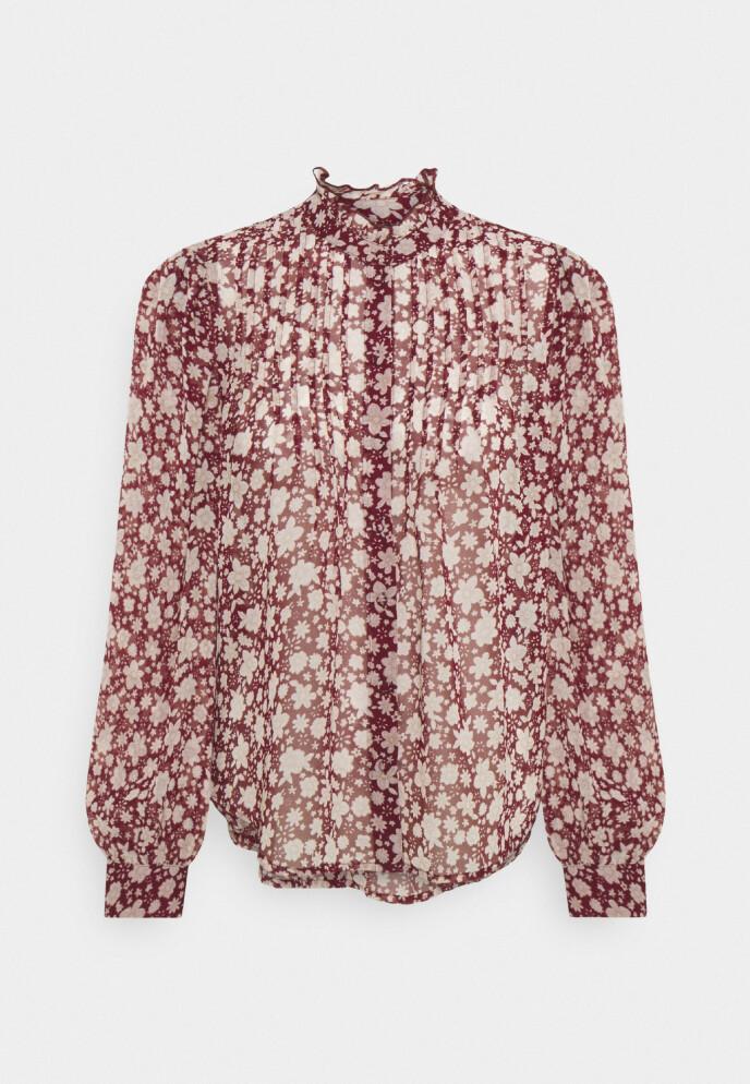 Mønstrete bluse (kr 300, Vero Moda).