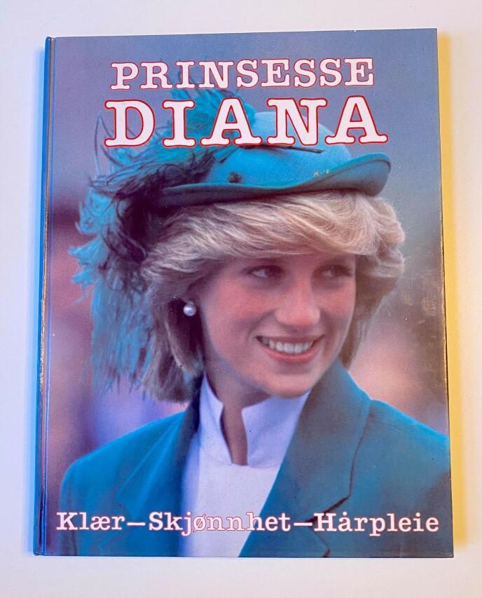 EGEN BOK: Ingeborg Heldal har en egen bok som tar for seg alt fra prinsessens klær til frisyrene hennes. Foto: Privat