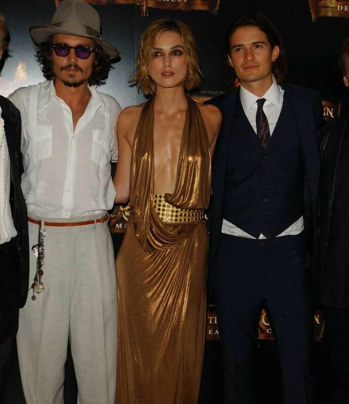 STJERNELAG: Keira Knightley med Johnny Depp og Orlando Bloom på Europa-premieren av «Pirates of the Caribbean - Dead Man's Chest» i 2006. FOTO: NTB