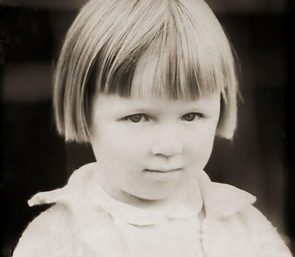 SAMISK PÅ NORSK: Anne Lise vokste opp i en samisk familie i ei norsk bygd. Hun husker de irettesettende kommentarene når hun slo om til morsmålet. FOTO: Privat