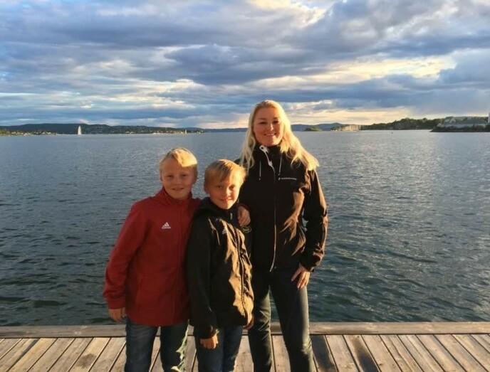 FORTSATTE LIVET: Da Elin ble alene med sønnene, bestemte hun seg for at de skulle fortsette å ha et liv fylt med glede. FOTO: Privat