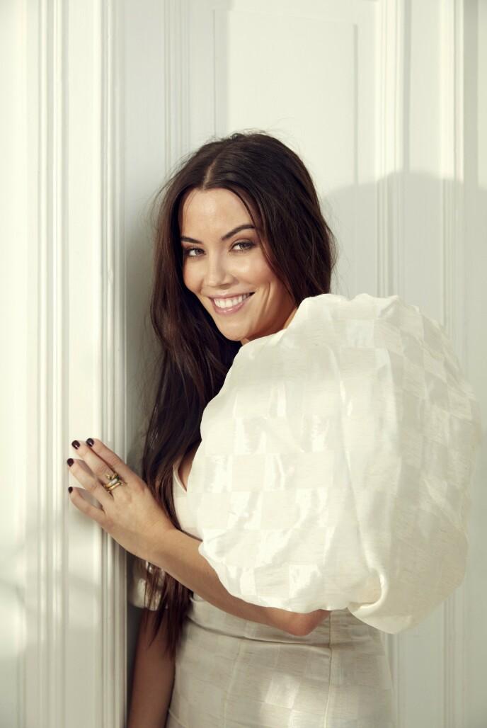 FORSMAK PÅ VÅRMOTEN: Kjolen Marion har på seg er fra det danske merket Rotate. Foto: Thomas Qvale for KK