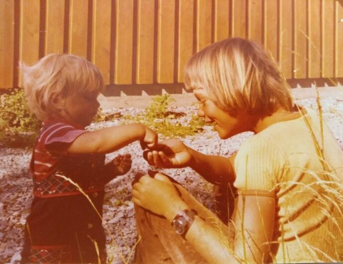 TAKK STOREBROR!: Lille Ingvill elsket å være sammen med sin ti år eldre storebror Kristian. FOTO: Privat