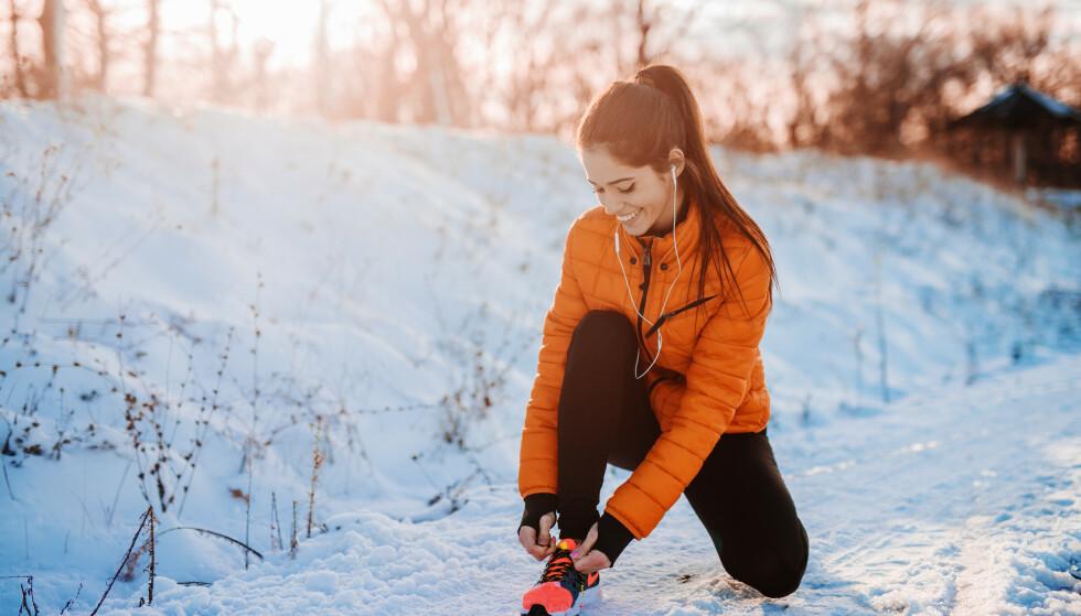 LØPE OM VINTEREN: Jo, du kan fint løpe om vinteren. Men noen huskeregler er det greit å få med seg. FOTO: NTB