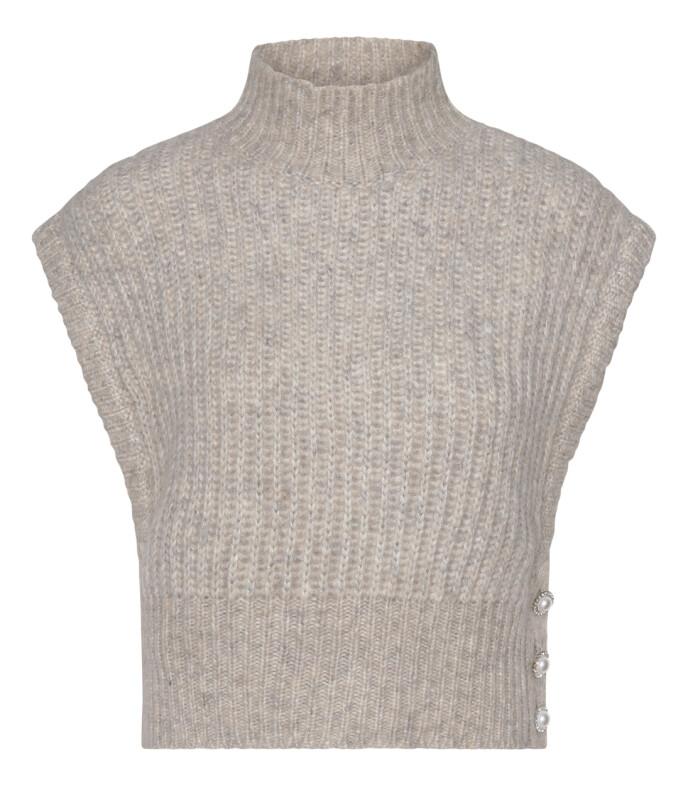 Beige med høy hals (kr 1985, Custommade).