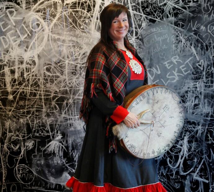 FOREDRAG: Anne Lise reiser rundt og foreleser om samisk kultur, språk og tradisjoner. FOTO: Lill-Ann Chepstow-Lusty