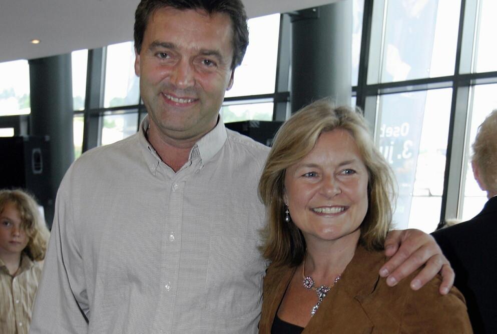 BETTAN: Artist Elisabeth Andreassen sammen med ektemannen Tor Andreassen sommeren 2003 i Tønsberg. FOTO: Knut Fjeldstad / NTB