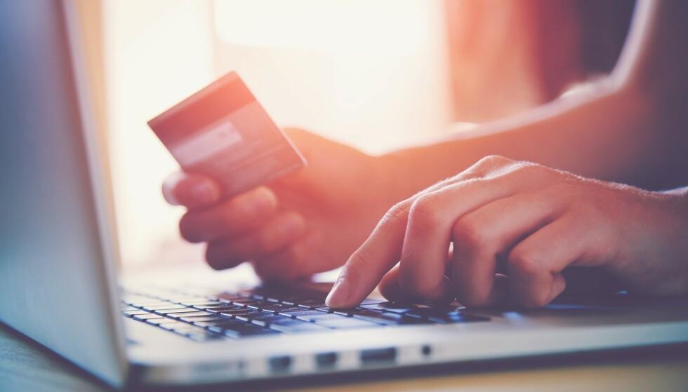 SHOPPESTOPP: Det er lett å la seg friste av gode tilbud som dukker opp i innboksen din og i sosiale medier. Her er triksene som holder shoppeimpulsen i sjakk. FOTO: NTB Scanpix