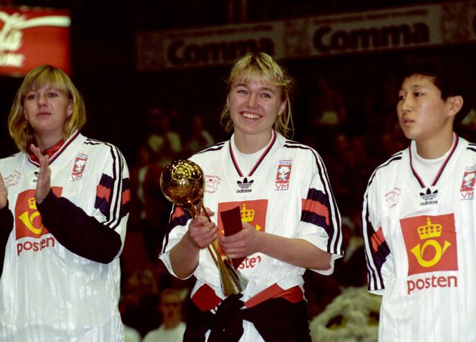 DEBUTANT: Cecilie debuterte på landslaget i 1993. Her ble hun kåret til turneringens beste spiller i håndball-VM for kvinner, i bronsefinalen mot Romania. FOTO: NTB