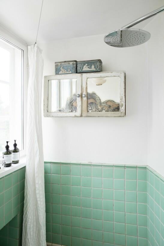 En vegg ble revet, og soveværelset ble litt mindre, og da kunne det lille toalettet forvandles til et større bad.