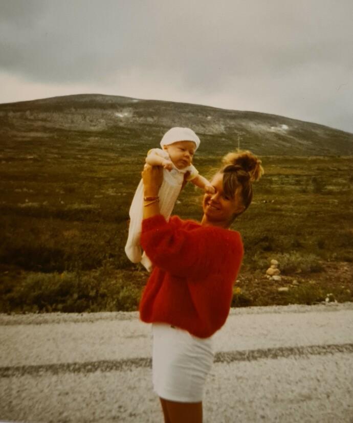 NORSK: Anne Lise og sønnen Daniel i 1988. FOTO: Privat