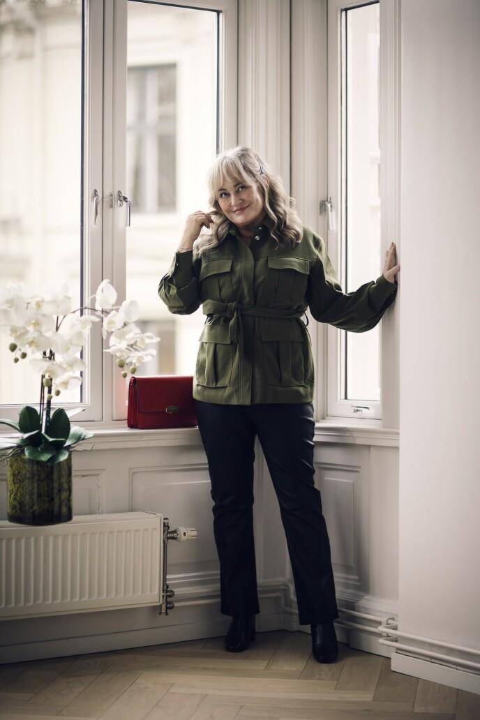 ETTER: Jakke (kr 1800, Samsøe & Samsøe), skinnbukse (kr 4400, Inwear) og sko (kr 3295, Flattered). Tips! Skinnbukser koster litt, men de holder også i mange år. FOTO: Astrid Waller
