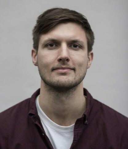 PODKASTLAGEREN: Journalist Sindre Leganger har sammen med sine kolleger i Svarttrost Produksjoner laget en podkast-serie om Christoffer-saken. Den ble publisert i januar 2021. FOTO: Martin Slottemo Lyngstad