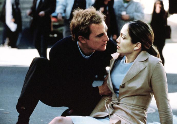 SKINNET BEDRAR: Steve Edison sjarmerer både Mary Fiore og publikum de første minuttene av filmene – men så ... FOTO: NTB
