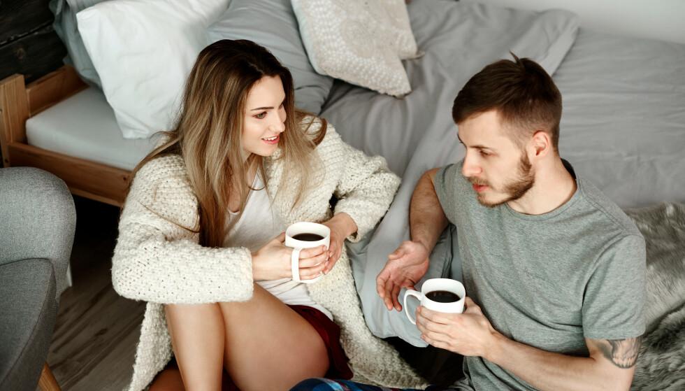 SNAKK OM HVA DU FØLER: Hvis du kjenner du sjalusi bør du gi uttrykk for det overfor kjæresten din. Det er ikke sikkert han opplevde situasjonen på samme måte som deg. FOTO NTB
