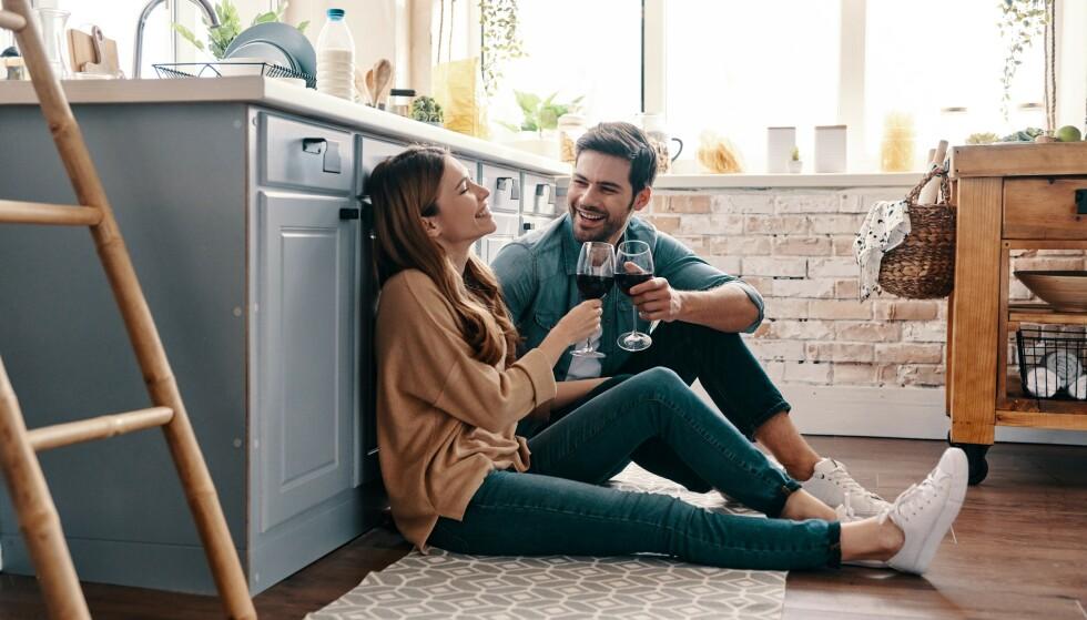 DEN ENE FØLER MER: Hvis den ene elsker mer og er mer forelsket enn den andre, blir forholdet asymmetrisk og ensidig.