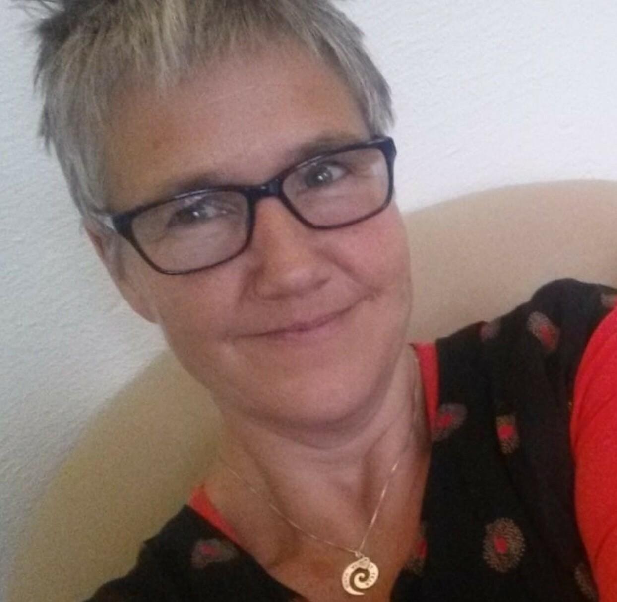 JORDMOR: Cathrine Trulsvik er jordmor og driver nettstedet Jordmornaturligvis.no. FOTO: Privat