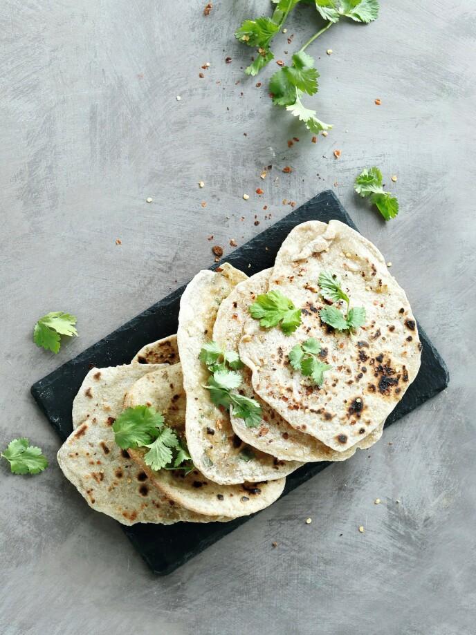 Disse passer perfekt til indiske retter som dahl og linsegryter, men også chili con carne. Topp med crème fraîche eller gresk yoghurt og urter. FOTO: Martin Tanggaard
