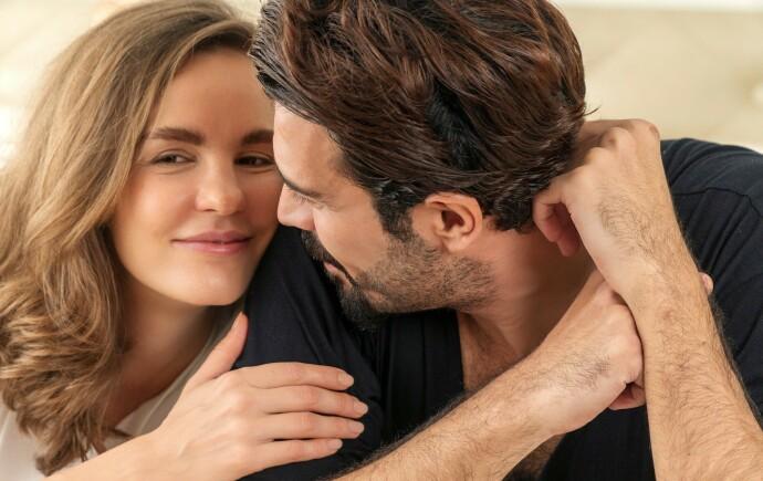 OPPSLUKT: Psykolog Kristina S. Moberg forteller at det normalt at prioriteringene forandrer seg når man går inn i et forhold, men at det er viktig å fortsette å pleie andre relasjoner man har i livet. FOTO: NTB