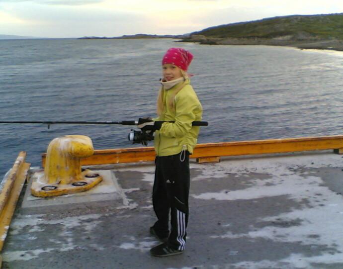 LYKKE: Agnete lengter stadig hjem til Reppen i Nesseby. Som barn trakk hun både torsk og sei på stanga. FOTO: Privat