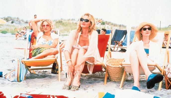 ORIGINALSERIEN: Carrie, Samantha og Miranda på ferie i Hampton i sesong 2 fra 1999. Da var de alle i 30-årene. FOTO: NTB