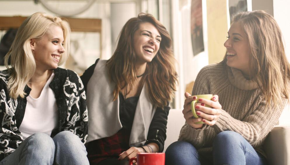VENNSKAP: Vil du gjerne ha flere venner? Psykolog og personlighetsekspert Rolf Marvin Bøe Lindgren deler sitt beste tips - og det er noe absolutt alle kan få til! Foto: NTB Scanpix