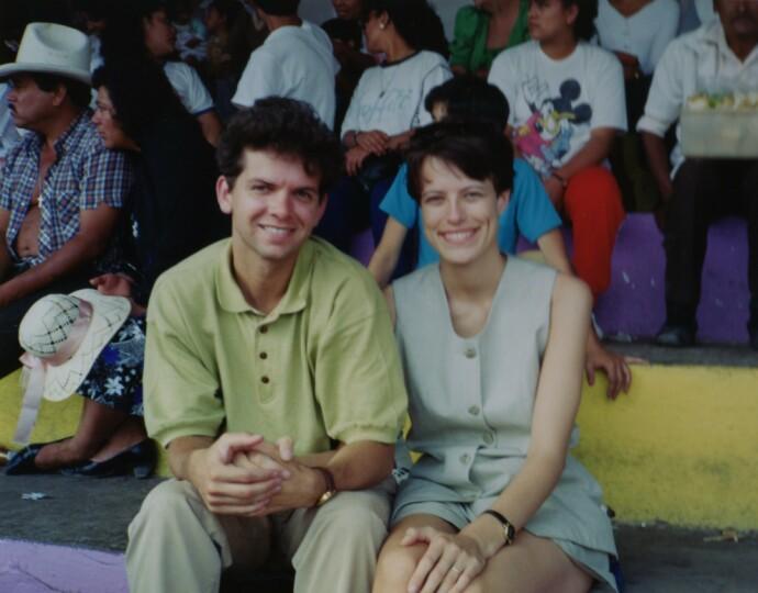 UNGT PAR: Jan Halvor (27 ) og Inger Karin (22) nyforlovet og lykkelige i Mexico City vinteren 1993. FOTO: Privat