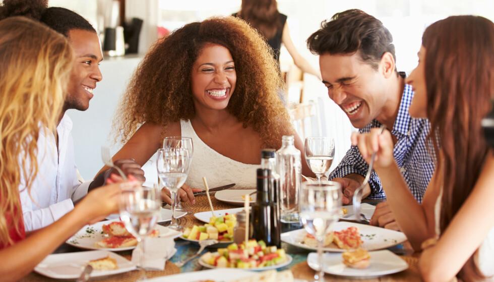 VI TRENGER VENNER: - Det er vanligere å føle et savn og lengsel etter venner, enn å føle at du har for mange venner, sier eksperten.
