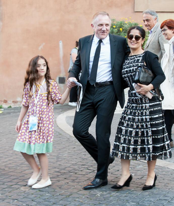 LYKKE: Salma og mannen Francois-Henri Pinault på tur med datteren Valentina Paloma Pinault i 2016. FOTO: NTB