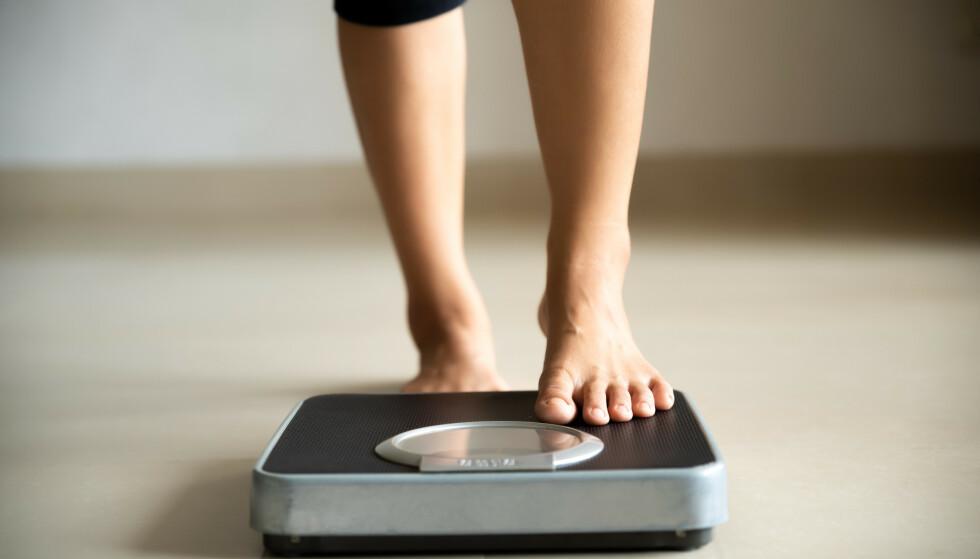 OVERRASKENDE: Kan man virkelig gå ned syv kilo på en måned? Ja, mener en professor - som selv har klart det ved hjelp av relativt enkle grep. Metoden møter imidlertid også skepsis. Foto: Shutterstock / NTB