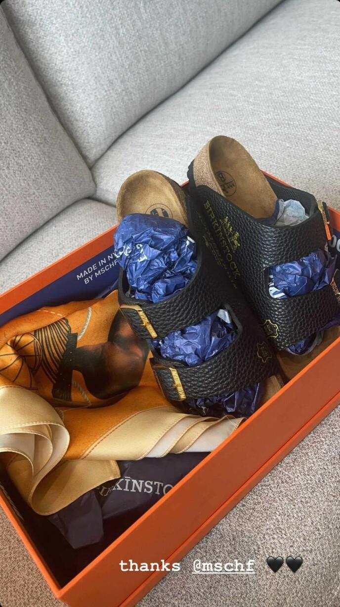 RÅDYRE SKO: Kylie Jenner delte dette bildet på Instagram av sine nye sko. De skal ha en prislapp på godt over 600 000 kroner. Foto: Skjermdump
