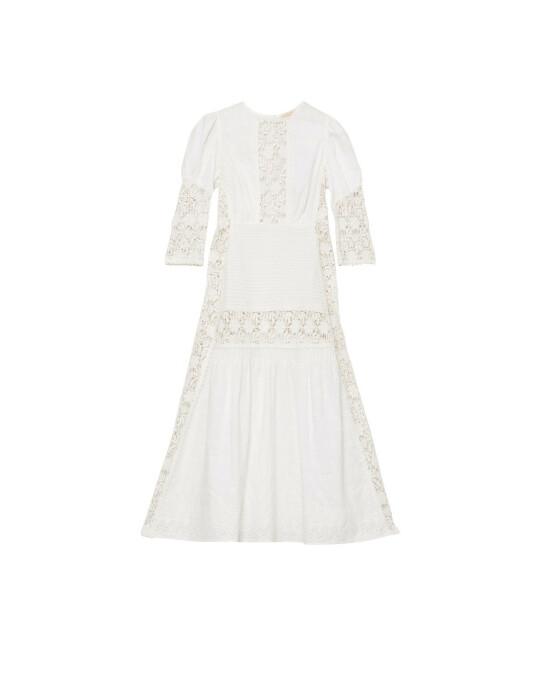 Den hvite blondekjolen går vi aldri lei! Velg gjerne en fotsid variant med lange ermer. Kjole (kr 4600, By Timo).
