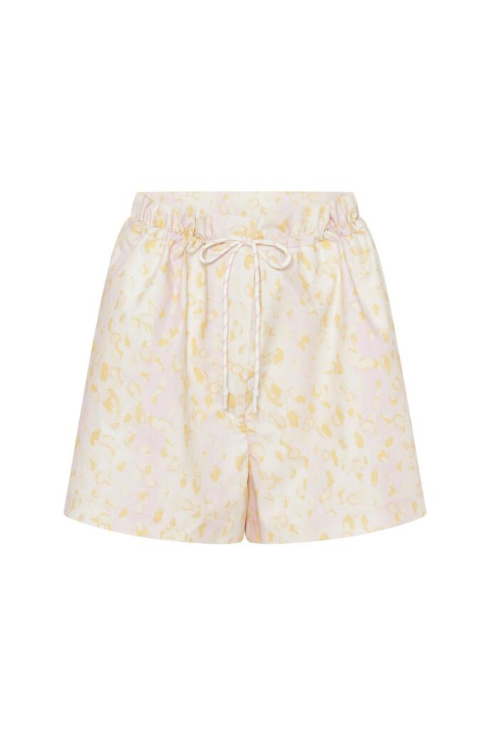 Shorts (kr 1400, Remain by Birger Christensen).