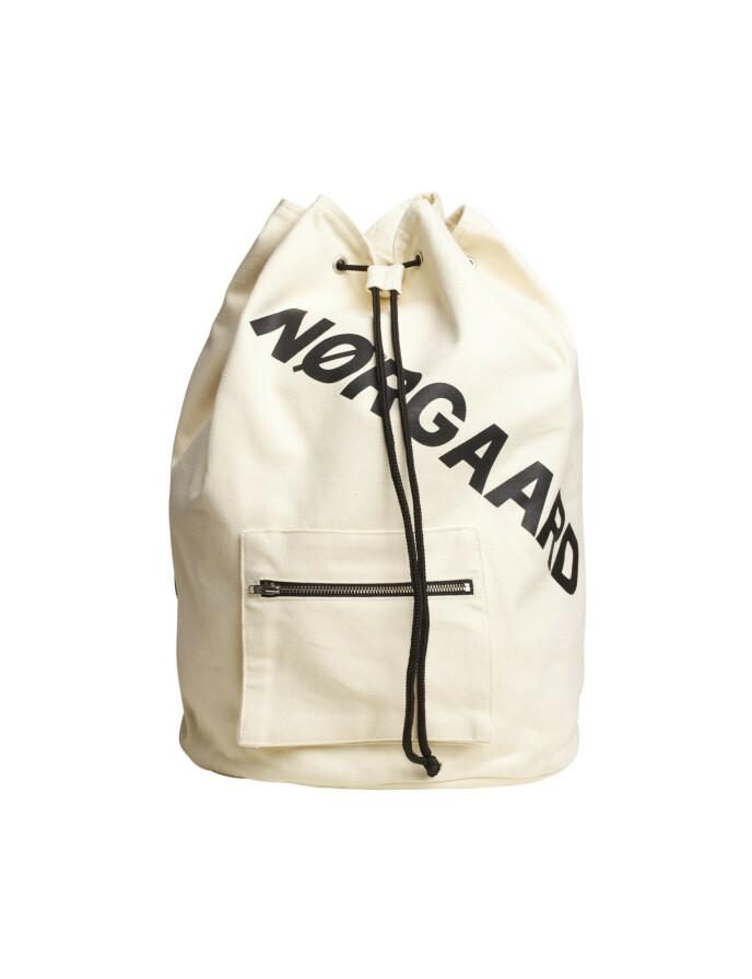 Bag med logo (kr 850, Mads Nørgaard).