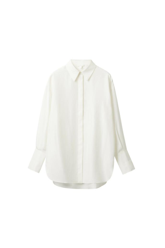 Hvit skjorte (kr 490, Cos).