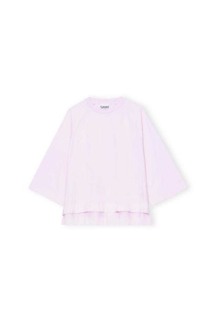 En oversized T-skjorte kan brukes på så mange måter. Prøv for eksempel under et korsett for en ny vri. T-skjorte (kr 1095, Ganni)