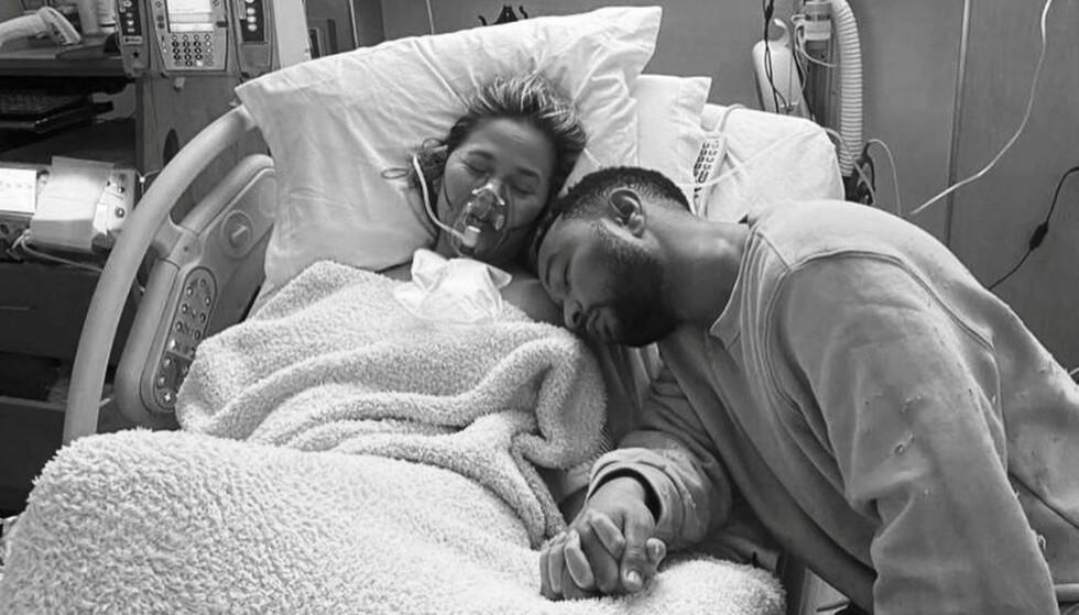 MISTET BARNET: Chrissy Teigen og John Legend kunne i september fortelle at de hadde mistet sin ufødte sønn. Foto: Chrissy Teigens Instagram / NTB