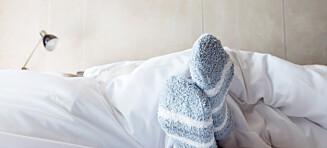 Bør du sove med sokkene på?