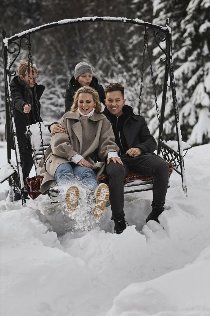 – Familien er helt klart min største prestasjon, og det jeg er mest stolt av, sier ektemannen Håvard. Guro: Kåpe fra H&M, genser fra Kashmina, egne jeans og sko fra Diemme. Håvard: Frakk fra Frislid, egne klær og boots fra Blackstone. Barna: jakker fra Fleicsher Couture og lue fra Ralph Lauren.