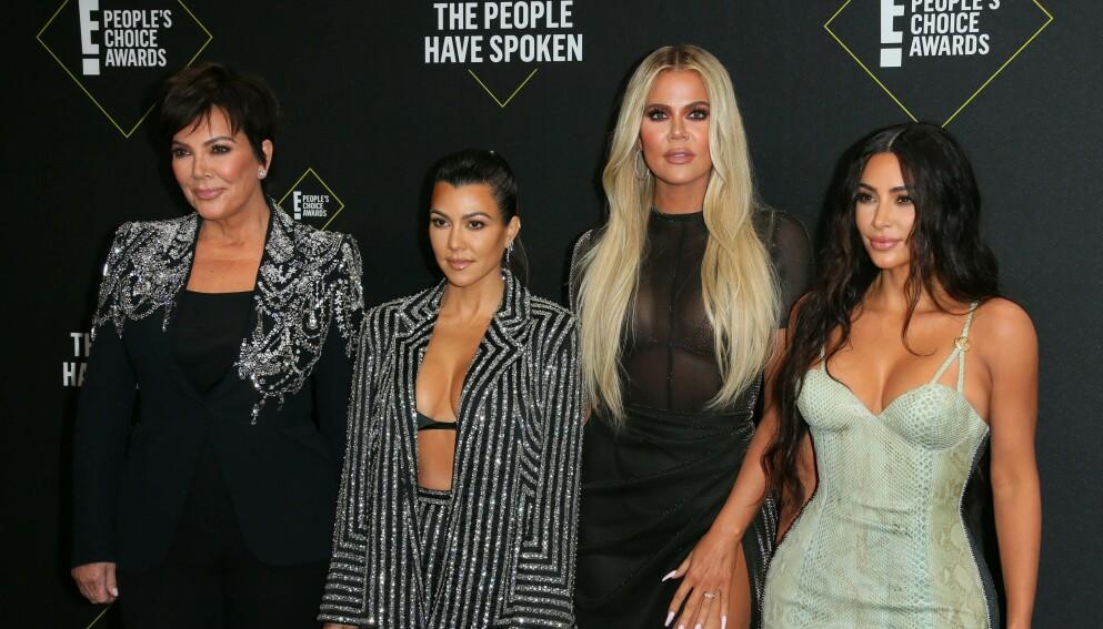KJENT FAMILIE: Kardashian-klanen, her representert ved mamma Kris og søstrene Kourtney, Khloé og Kim, er blant verdens mest kjente mennesker. Foto: NTB