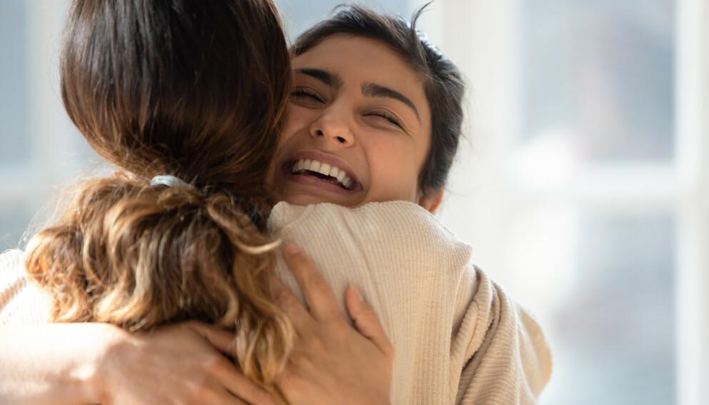 FYSISK NÆRHET KAN FEILTOLKES: Studier viser at vi ofte misoppfatter signaler og tror at det er romantisk og seksuell interesse i et vennskap. Ifølge studier er det flere menn enn kvinner som tror at vennen deres av motsatt kjønn er interessert i noe mer.