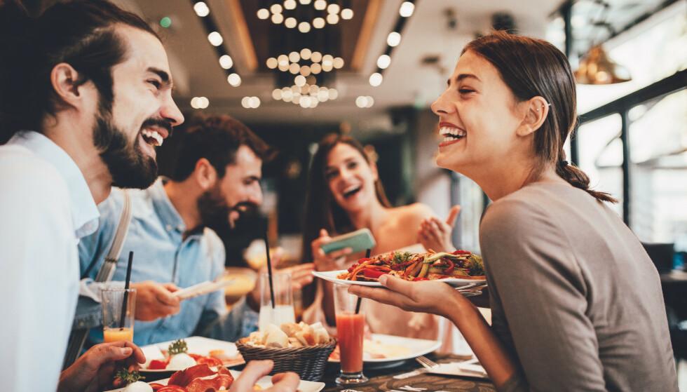 FØLELSER FOR EN VENN: Det er lett å overtolke og feiltolke signaler fra en venn som du har romantiske følelser for.
